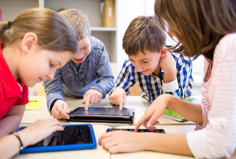 Trẻ bị chậm nói do tiếp xúc nhiều với các thiết bị điện tử